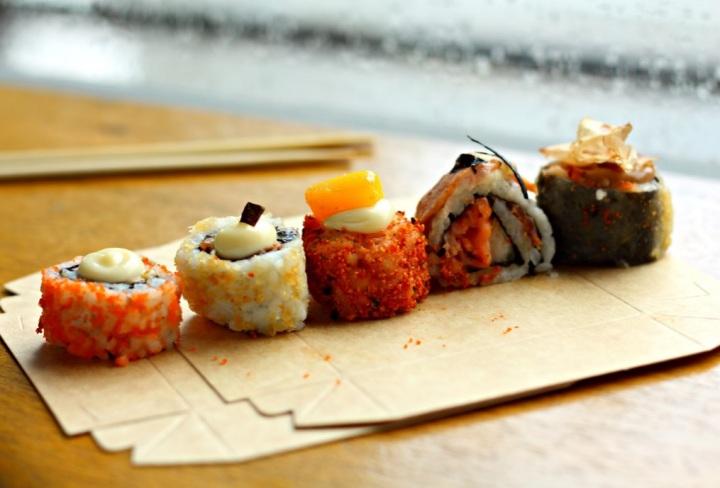 5 sushis.jpg