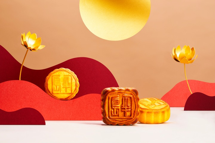 Loose Mini Egg Custard Mooncake with Lotus Seed Mooncake.jpg